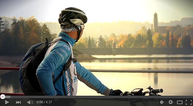 Video - horská elektrokola se středovými pohony mění podobu bikování